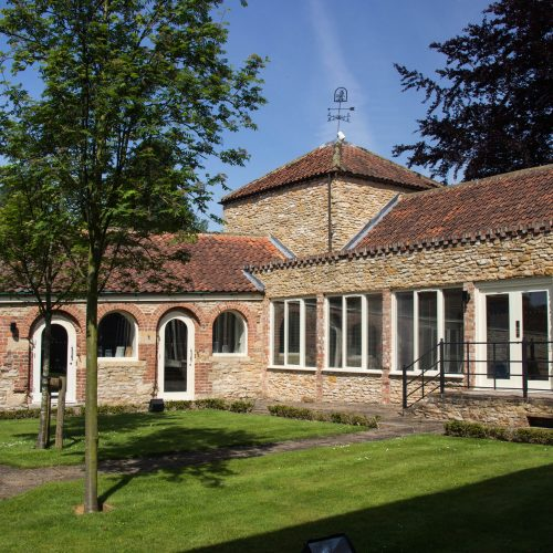picture_of_wykeham_business_centre_and_lawn